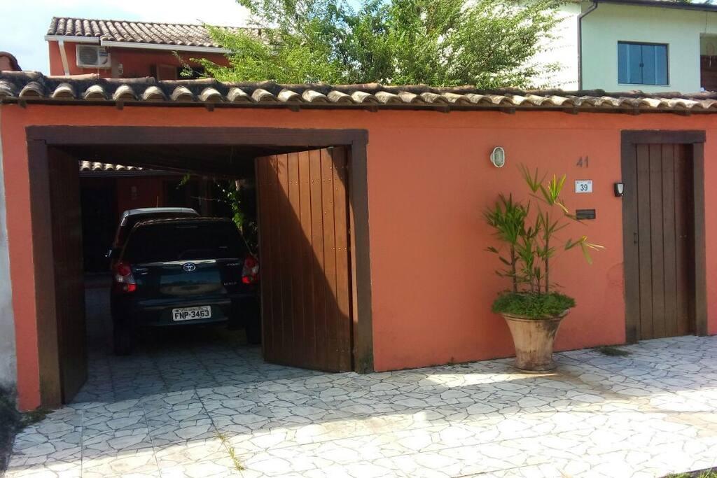Entrada social e para garagem