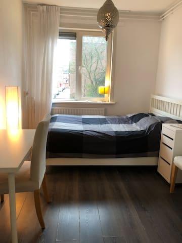Fijne kamer in het populaire Amsterdam Noord
