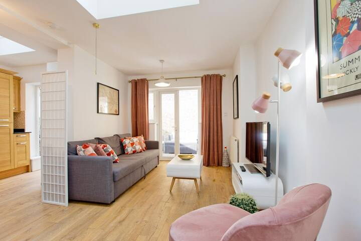 Highbury Fieldway 2 bed & terrace. Great location