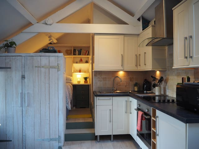 St.Ives: Charming Cottage with parking&wood burner
