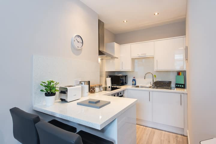 The New Westfield Apartment - Free Parking
