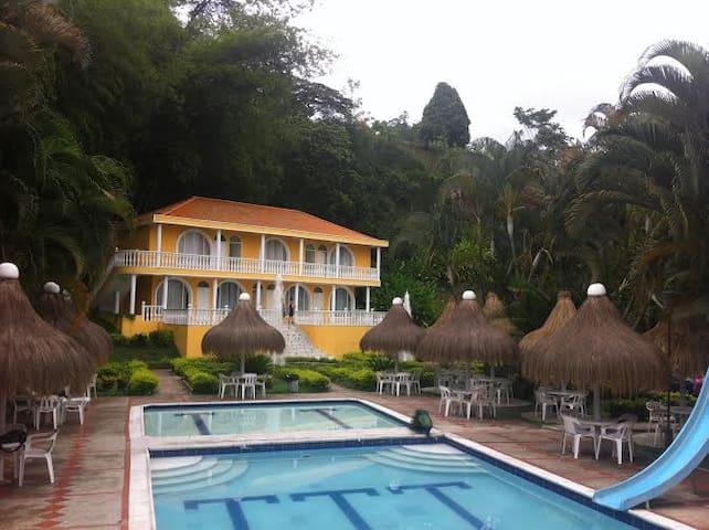 Villa San Cayetano Balneario & Resort
