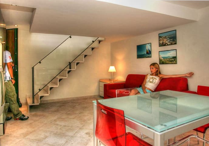 Gaeta Central Apartment Close to the Beach - Gaeta - Flat