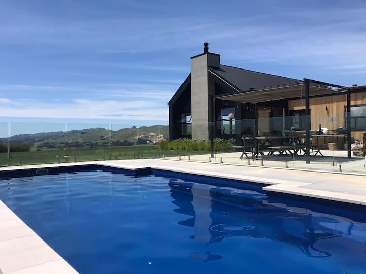 Havelock north-privacy, views, space, pool & spa!