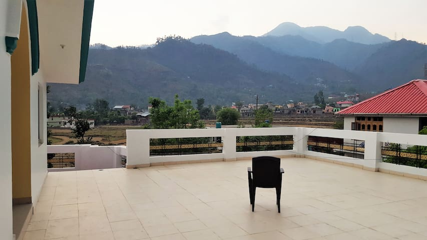 Valley Retreat, Chowari (Full First Floor)