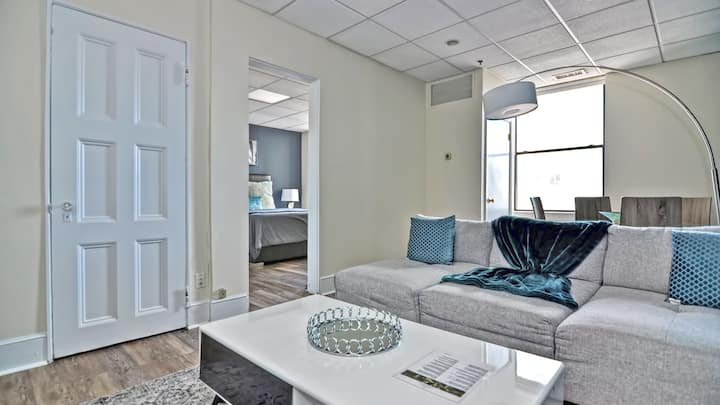 Modern and first-class service combined in this 1BD condo