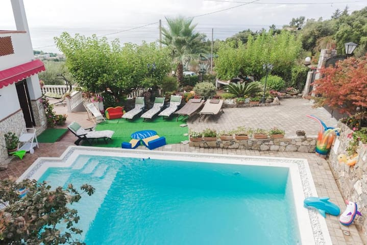 Amazing apt with pool access