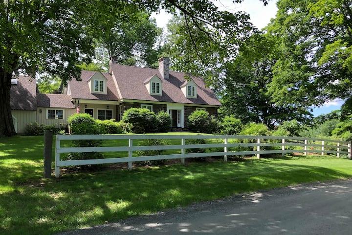 Quintessential Vermont 1820s 4-Bd Stone Farm House