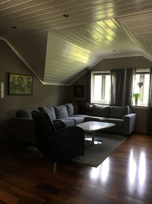 Small livingroom with TV.