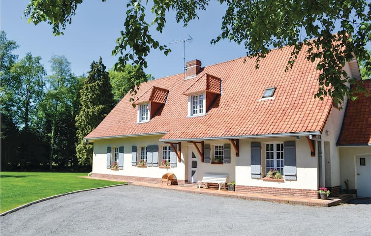 Holiday cottage with 4 bedrooms on 220m² in Campagne les Hesdin