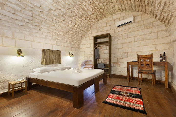 Double Room at Fauzi Azar by Abraham Hostels