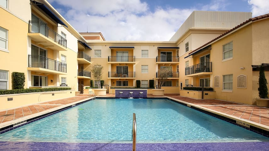 Coral Gables 2BR Walk to Miracle Mile