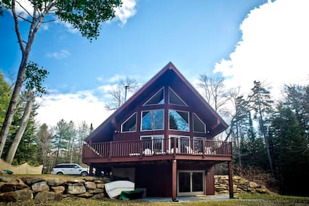 Idyllic Berkshire Lakeside Retreat - Hinsdale - บ้าน
