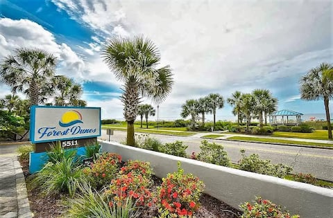Beach, Pool, Lazy River, Bar, Grill, Its All Here!