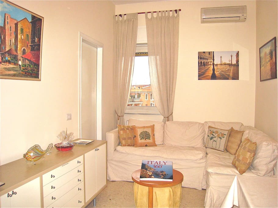 Living/Dining room has comfortable seating to relax after a day of sightseeing.