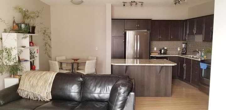 Executive 2 Bed 2 Bath Suite Close To Airport