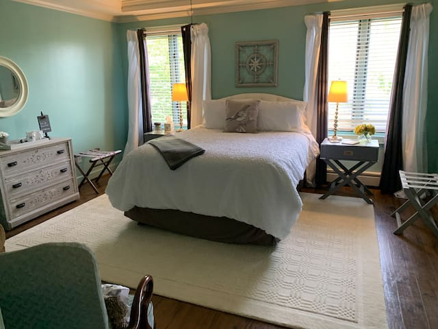 Bluebird Nest:  downstairs in back corner of house, queen bed, private bathroom, walk-in shower, power lift chair