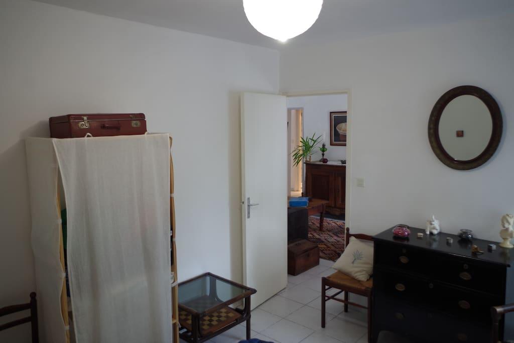 chambre principale vue sous autre angle