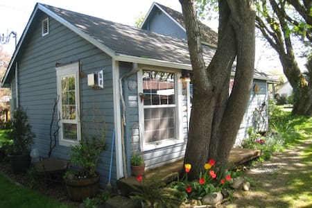The Enchanted Cottage  - Springfield - Blockhütte