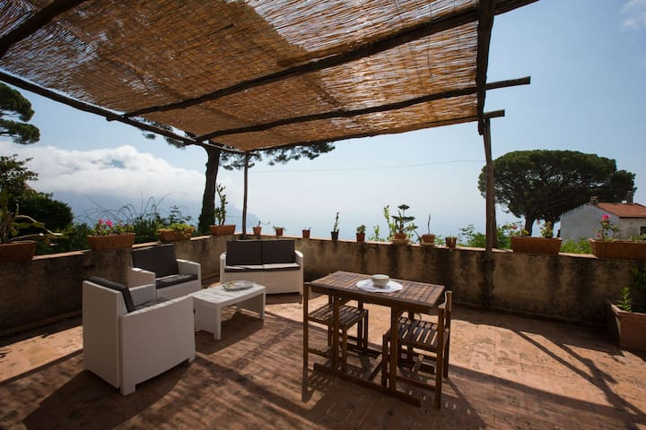 "Ravello ""Il nido"" with private terrace & sea view"