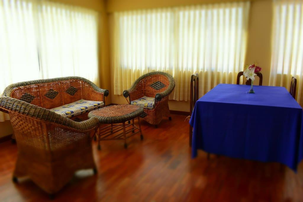 sala y comedor apto para reuniones.