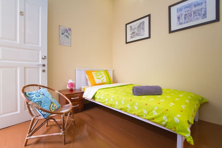 Single Room # 5 in Heritage House - George Town - House