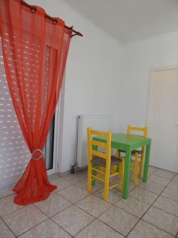 Μικρό επιπλωμένο διαμέρισμα στην Τρίπολη - Tripoli - Apartment
