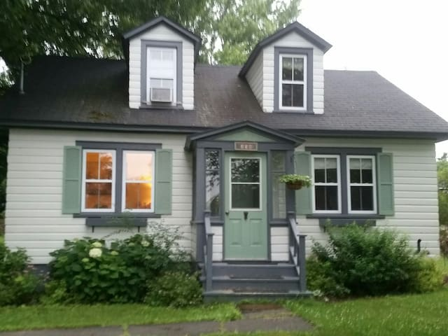 Cozy cottage style home  - Fredericton - Casa