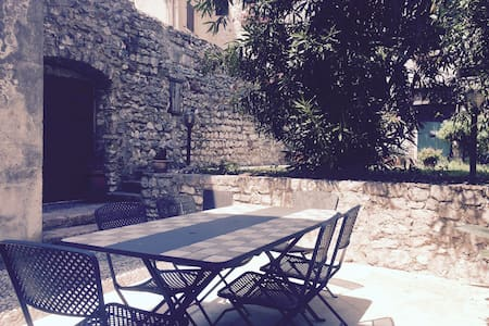 Casa con giardino sotto al castello - Malcesine - Hus