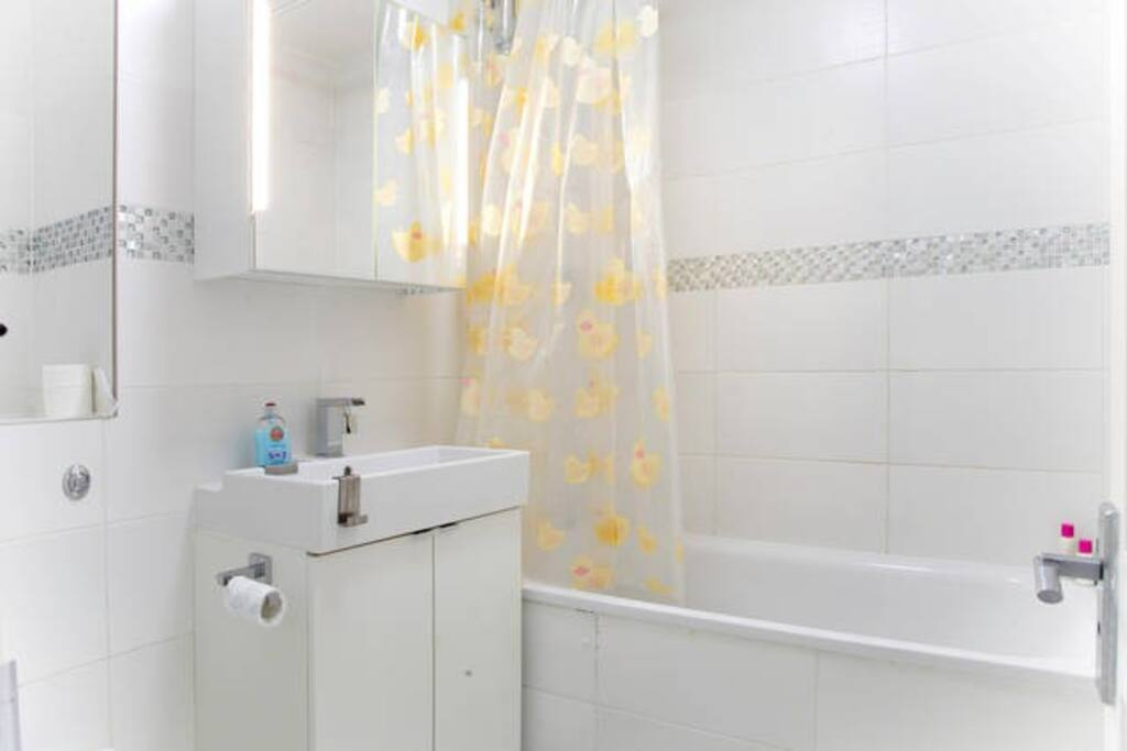 Private bath & beautiful fittings for exclusive use of your group.