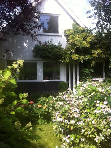 2 story house with romantic garden - Espergærde - House