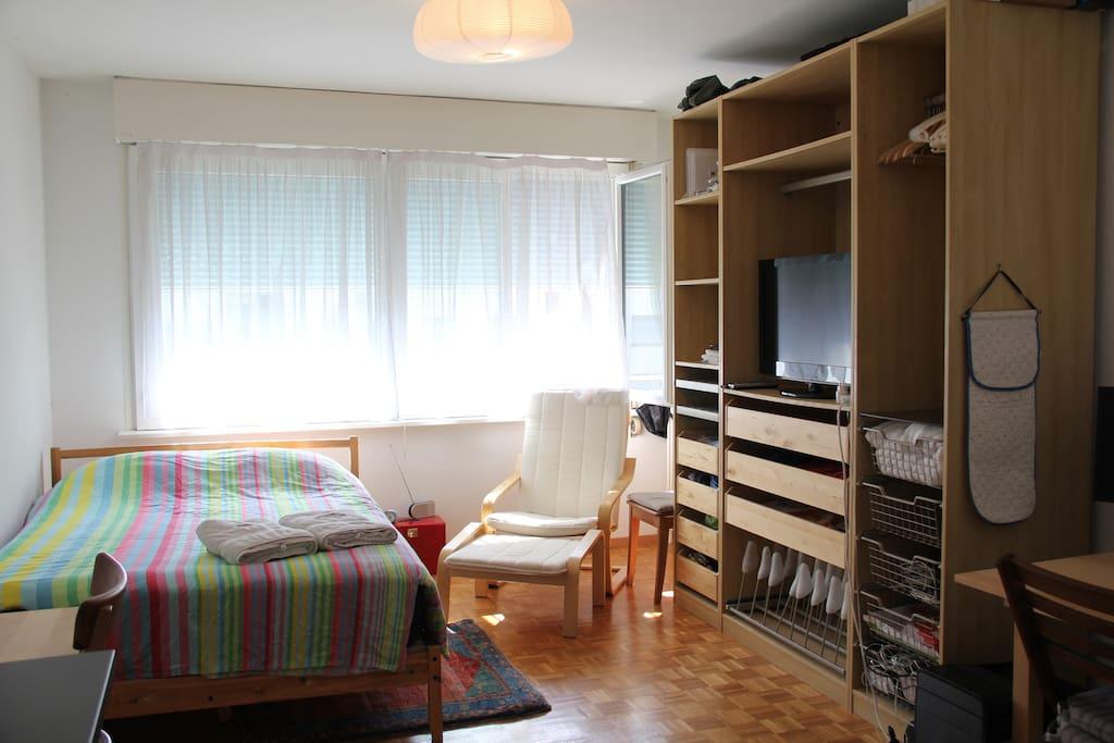city center studio in geneva appartements louer gen ve gen ve suisse. Black Bedroom Furniture Sets. Home Design Ideas