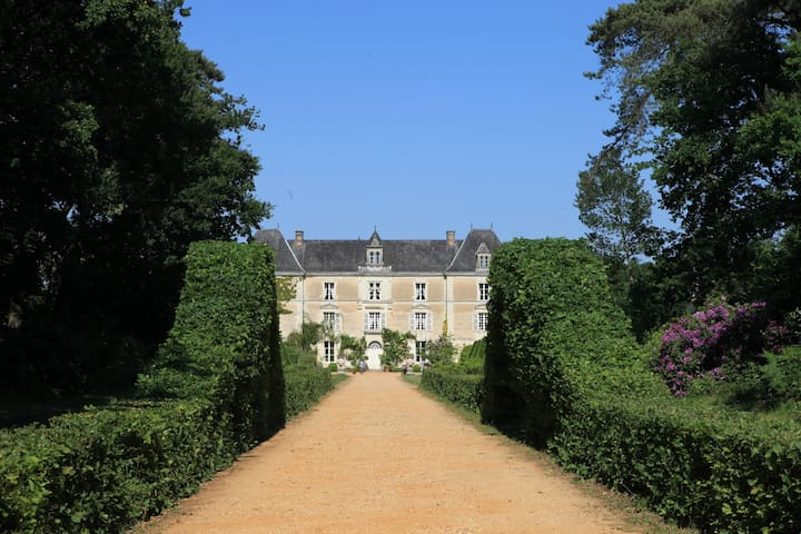 2 bedrooms in the castle 4-6 pers - Durtal - Bed & Breakfast