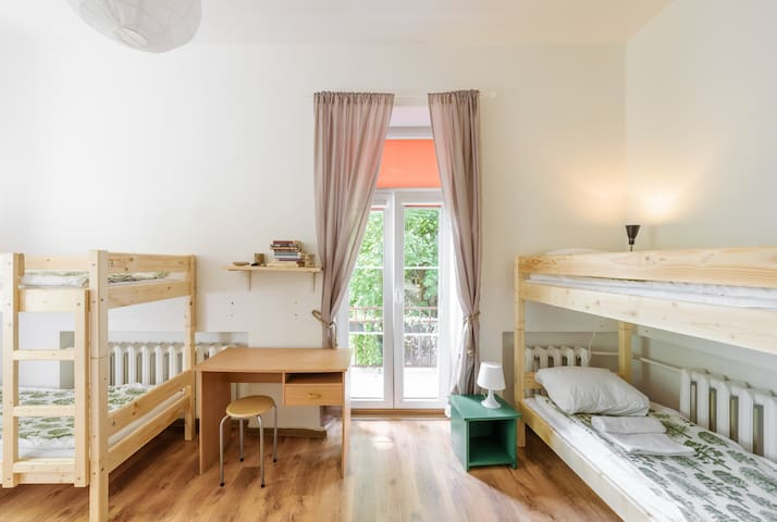 Cosy & hip 6 bed dormitory in Užupis