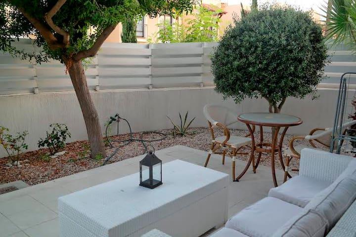 2b Pool Garden maisonette - Dasoudi beach - Germasogeia - Hus