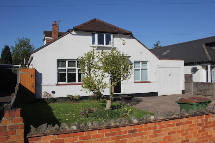 Room/s  Ashtead, Leatherhead, Epsom M25 exit 9