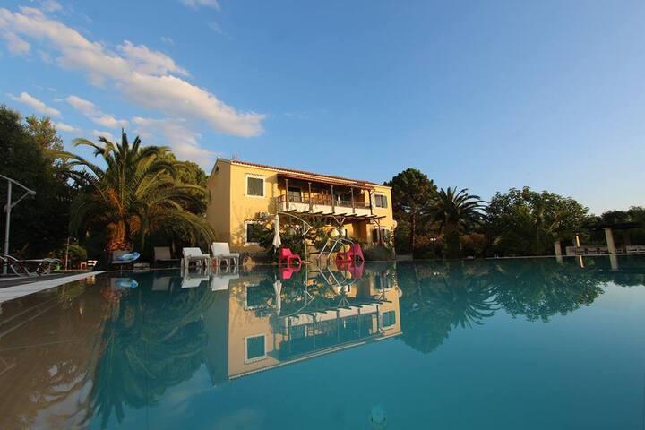 Villa Amalia apt.top floor Acharavi
