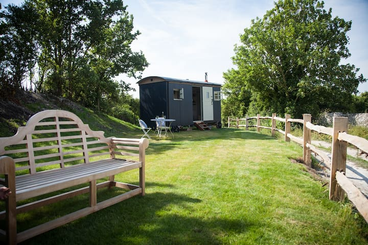 Cobbe Place Farm Shepherds Hut