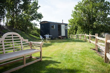 Cobbe Place Farm Shepherds Hut - Lewes