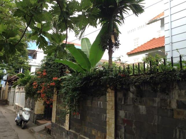 Green Garden Villa-1 deluxe room - tp. Huế - 家庭式旅館