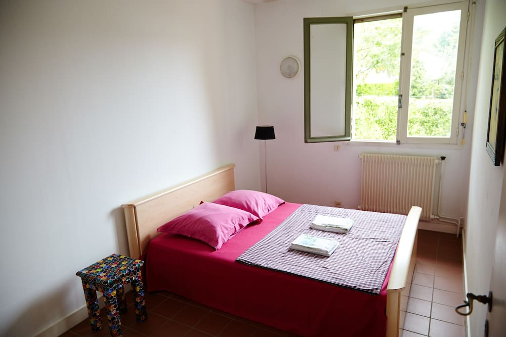 2 chambres priv 2 couples bed and breakfasts for rent in for Chambre a part couple