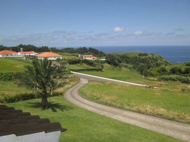 House on the hill - Achadinha - Bed & Breakfast