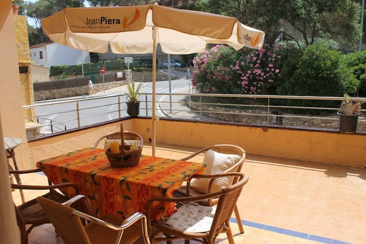 Holiday apartment 150m from beach - Sa Riera - Appartement