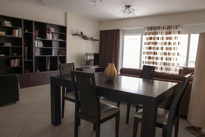 Modern apartment 90m2 near the sea - Pireas - Appartamento