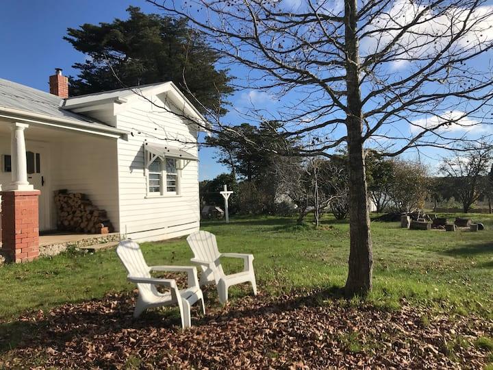 Honeysuckle Cottage, Lauriston Estate Farm