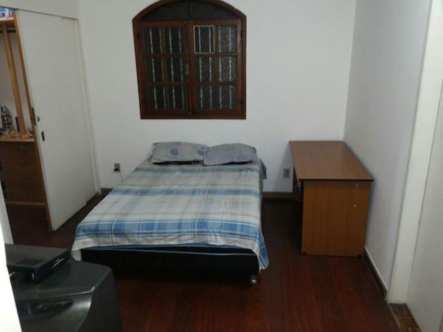 Aconchegante quarto em BH - Belo Horizonte - Casa