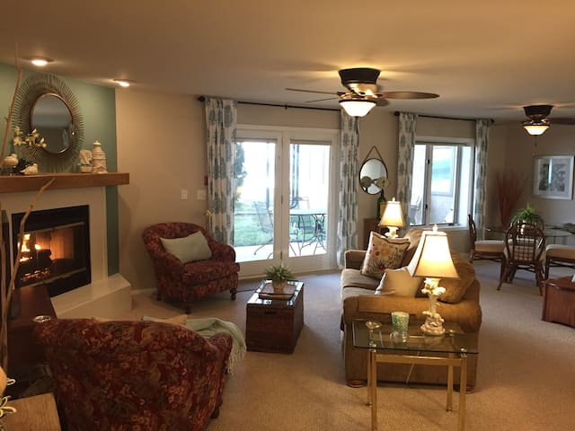 Stunning Waterfront!  Fully Equipped 1 BR Condo
