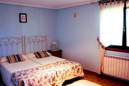 Dormitorio 2 camas en Casa Rústica - Nigrán
