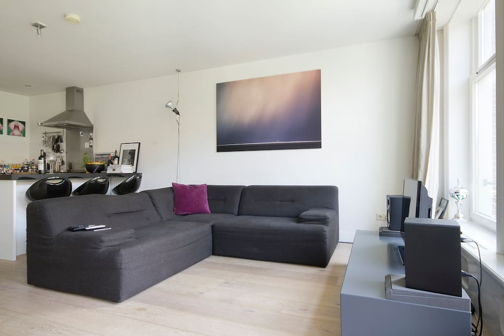Spacious and light apartment in the center of the Jordaan area.