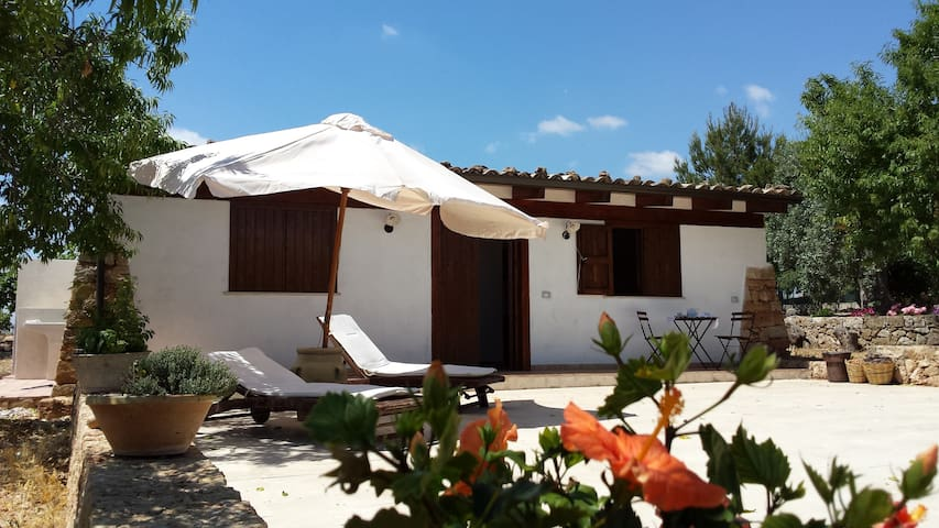 Lovely cottage with swimming pool, near the beach - Lido di Noto - Hus